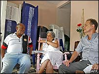 Dissidents Felix Bonne (l), Marta Beatriz Roque (c) and Rene Gomez Manzano make plans for their conference