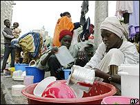 Inmigrantes sudaneses en El Cairo en el campamento de protesta