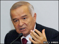 Uzbek President Islam Karimov addresses the media during a press conference in Tashkent, 17 May 2005