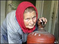 Женщина с газовым баллоном