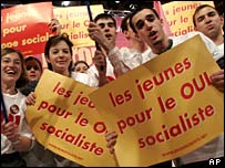 Young socialists campaign for a Yes vote in France