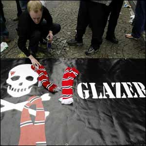 Manchester United fans protest against Malcolm Glazer