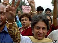 Right activist Asma Jehangir and other runners in Lahore 21 May