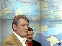 Президент Украины Виктор Ющенко с главой 'Нафтогаза Украины' Алексеем Ивченко