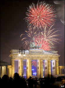 Fireworks light up Berlin's Brandenburg Gate