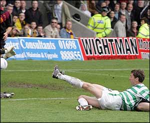 Chris Sutton scores at Motherwell