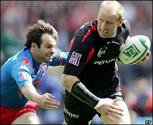 Christophe Dominici dives in to tackle Gareth Thomas