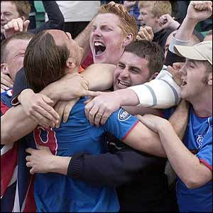 Dado Prso celebrates with fans