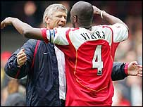 Arsenal manager Arsene Wenger embraces captain Patrick Vieira