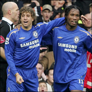 (L-R) Hernan Crespo and Didier Drogba after Crespo's goal