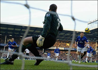 James Beattie scores the rebound after his penalty is saved
