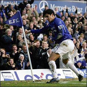 Everton's Tim Cahill goes to the corner flag after scoring