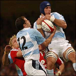 Argentina captain Felipe Contepomi and Juan Manual Leguizamon take control of the ball