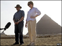 Laura Bush in front of the Giza Pyramids