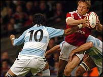 Jonny Wilkinson took the hard knocks against Argentina