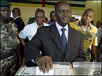 Francois Bozize casts his vote in the May poll