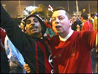 AC Milan and Liverpool fans mix in Istanbul