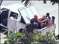Bishop Cabajar checks the hostages - 25/5/05
