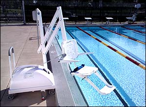 Photo of the Portable Aquatic Lift at the side of a swimming pool