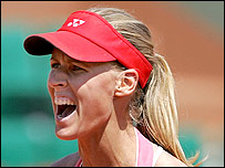 Elena Dementieva celebrates her win in Paris