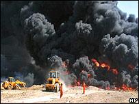 Oleoducto en llamas en Irak