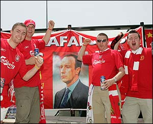 Liverpool fans with a picture of Rafa Benitez