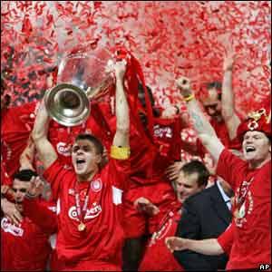 Liverpool levanta el trofeo