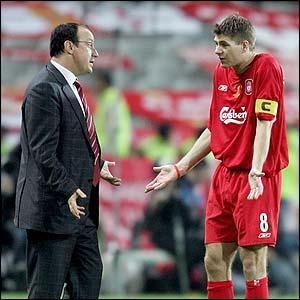 Rafa Ben�tez y Steven Gerrard