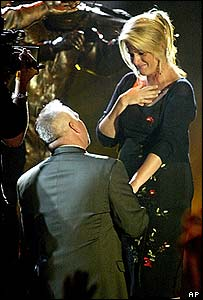 Garth Brooks proposing to Trisha Yearwood on stage