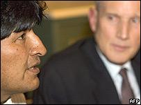 Evo Morales y Ben Bot, ministro de Relaciones Exteriores de Holanda.