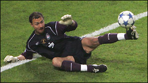 Jerzy Dudek saves a penalty against AC Milan