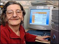 Photo of Elizabeth, 73, who plays bingo online