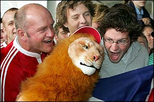 Lions fans welcome the team to New Zealand