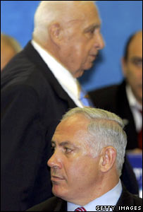 Binyamin Netanyahu (foreground) with Ariel Sharon