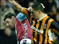 Aston Villa's Gareth Barry (left) tussles with Hull's Billy Paynter