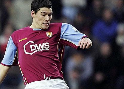Gareth Barry scores Villa's goal