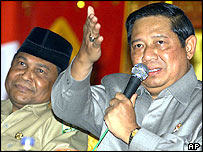 Abdullah Puteh (left) with Susilo Bambang Yudhoyono - archive picture