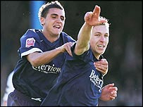 Freddy Eastwood (right) celebrates