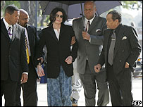 Michael Jackson enters court wearing his pyjamas