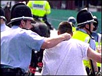 UK police deal with football hooligan (archive pic)