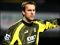Sander Westerveld in action for Portsmouth