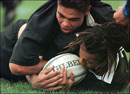 Umaga scores a try against France in Wellington