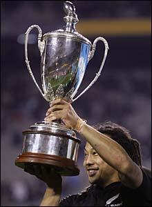 Umaga lifts the Tri Nations trophy in September 2005