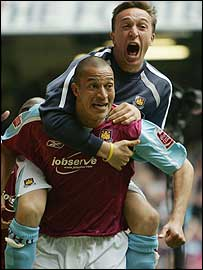Mark Noble celebrates West Ham's goal with Bobby Zamora