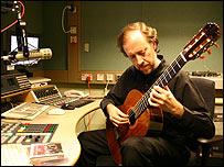 Luis Orlandini en los estudios de la BBC. Foto: Manuel Toledo