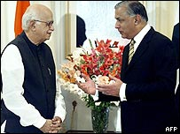 LK Advani with Shaukat Aziz in the prime minister's house, Islamabad