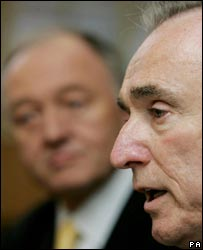 Bill Bratton with Ken Livingstone in the background