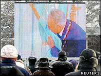 People watch a live broadcast of Nursultan Nazarbayev's presidential inauguration ceremony in a screen on the main square of Kazakhstan's capital Astana, January 11, 2006.