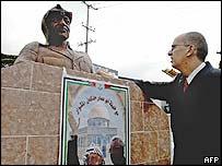Bust of Yasser Arafat in San Salvador