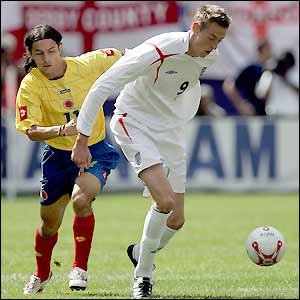 Peter Crouch gets an early touch on his debut